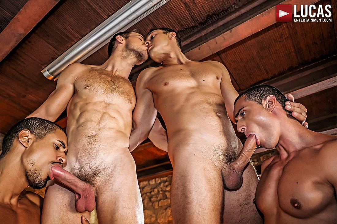 Гей порно фото Голубые парни трахаются в попу