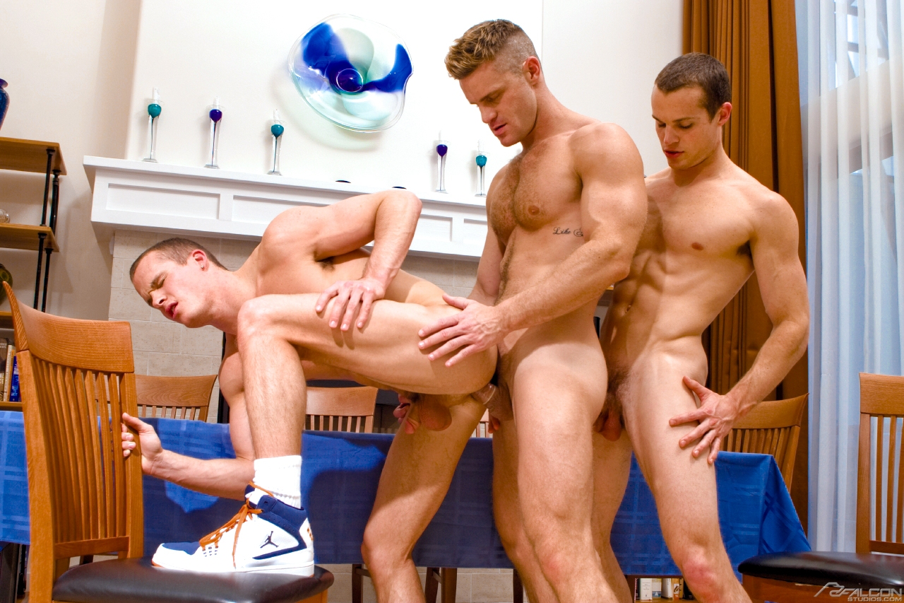 porno-molodie-parni-gruppa