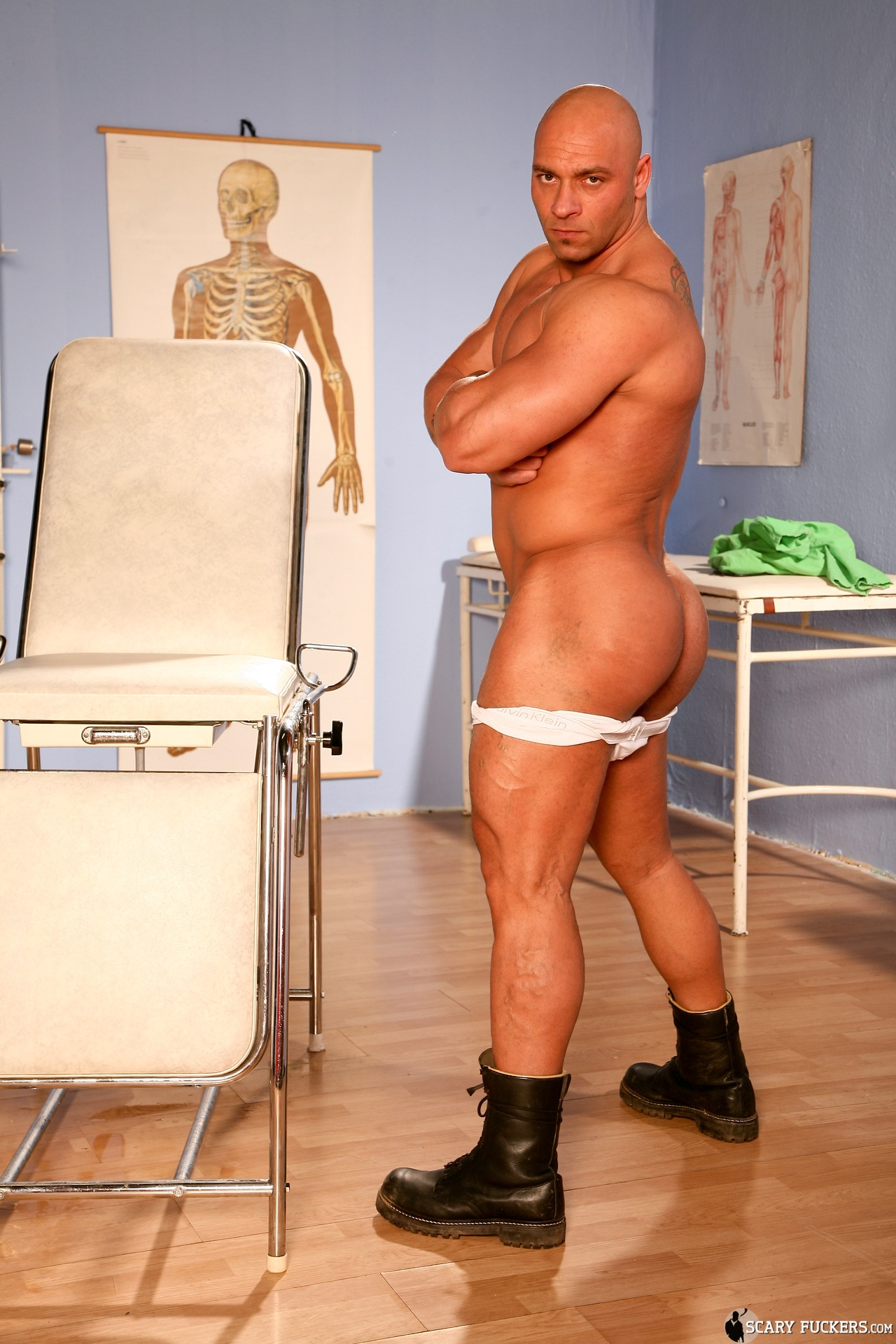 gay man muscle