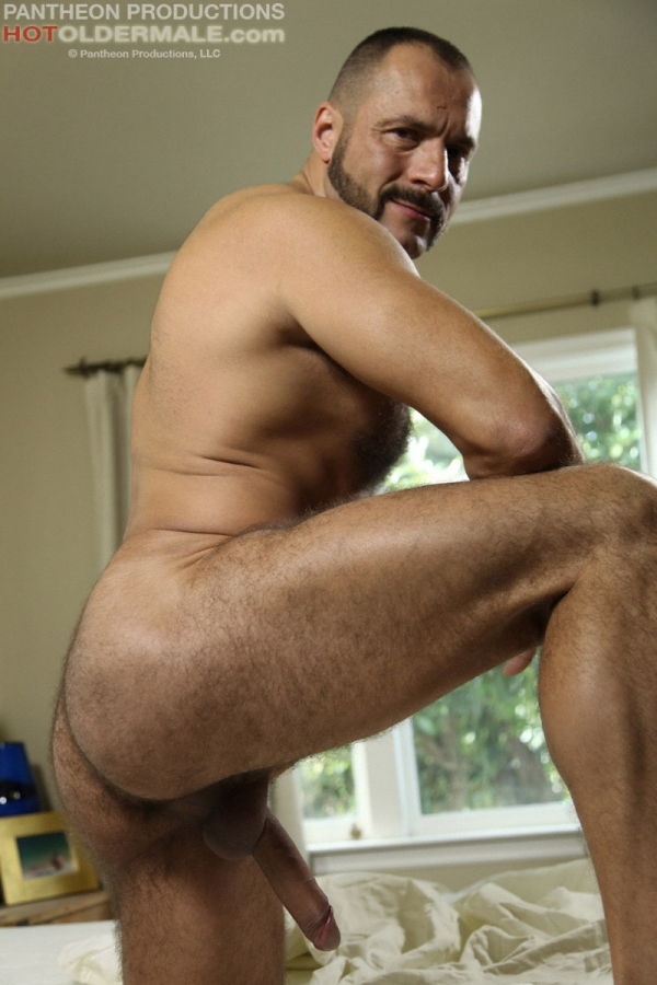 hairy mature muscle