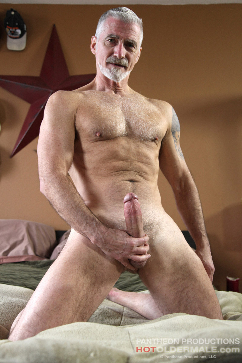 twink shows of gun and dick