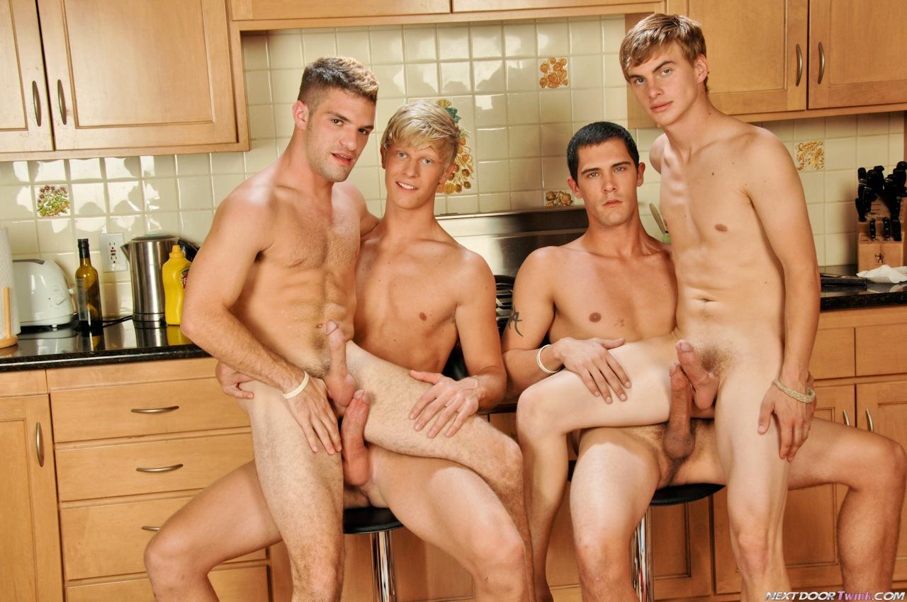 Смотреть порно геев в сауне